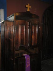 Konfesjonał w kościele NMP Królpwej