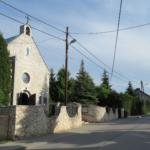 Widok kościoła z drogi